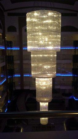 White Gold Hotel & Spa: Den vackra lampan på kvällen