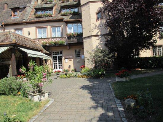 Hostellerie de la Pommeraie : entrance