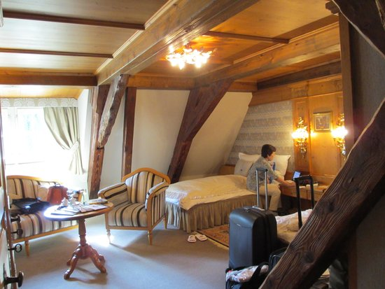 Hostellerie de la Pommeraie : room