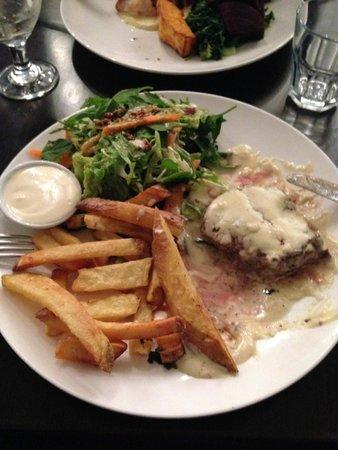 Gold Mela: Fillet steak, chips and salad