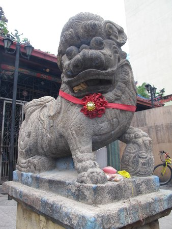 Goddess of Mercy Temple (Kuan Yin Teng): 獅子の表情もどこか違う