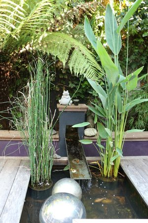 Hôtel Villa Koegui Biarritz : Small fountain adds to the charm