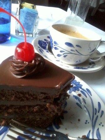 Restaurante Antiguo San Angel Inn: Otra presentación de pastel de chocolate, también rico pero parecía de días.