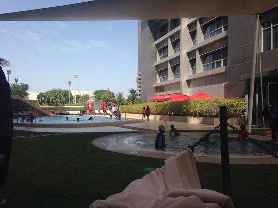 Park Rotana Abu Dhabi: Swimming pool