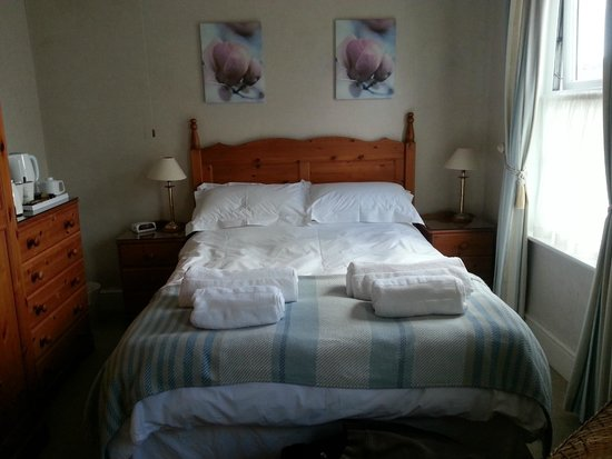Tregony Guest House : Our Room (No. 1) - bed