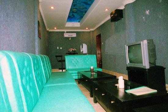 Gilimanuk, Indonesien: VIP Room JPL Live Music & Karaoke