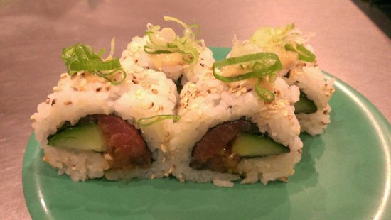 Sakura Sushi: Spicy tuna with cucumber