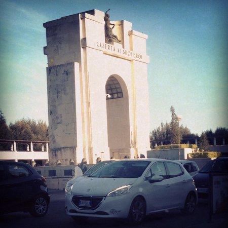 Monumento ai Caduti in guerra - Arco di Trionfo: Monumento ai caduti