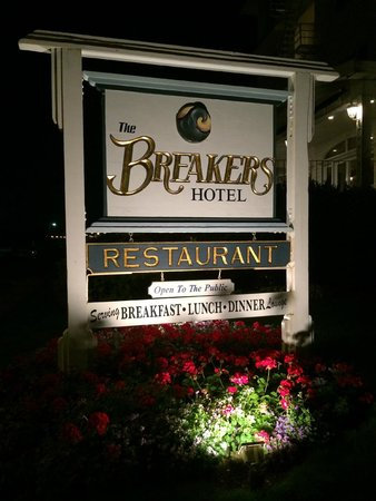 The Breakers on the Ocean : Hotel sign