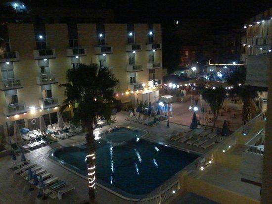 San Pawl Hotel: Piscina notturna