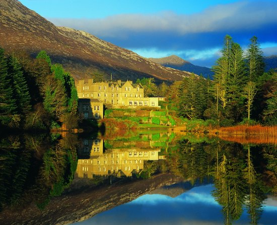 Ballynahinch Castle Hotel: Exterior Shot