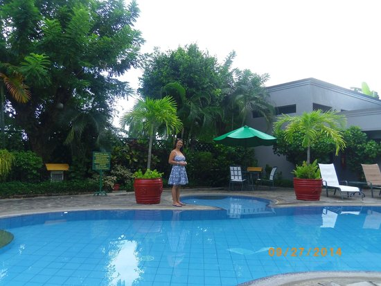 Hotel Fleuris: poolside