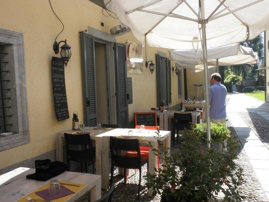 Alla Corte : Sunny courtyard
