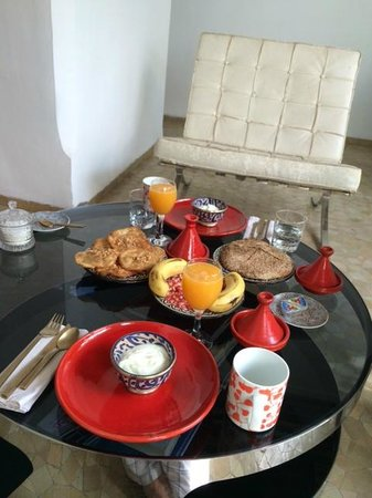 P'tit Habibi : Breakfast on the balcony