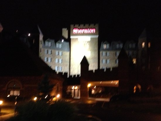 Sheraton Parsippany Hotel: Hotel at night