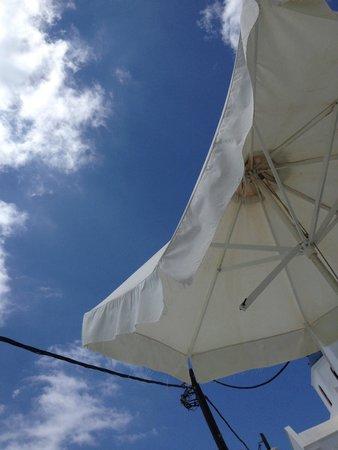 Alexander Villas: Broken sun umbrellas...