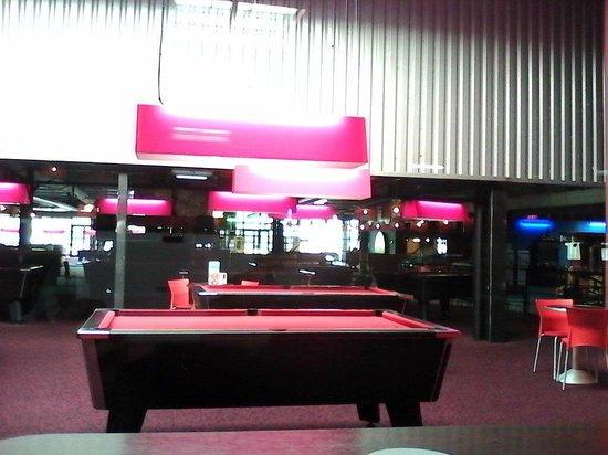 tables de billard picture of speedpark henin beaumont. Black Bedroom Furniture Sets. Home Design Ideas
