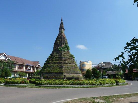 Black Stupa (That Dam): タートダム
