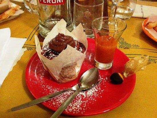 La Polenteria: Muffin di castagna con crema al cioccolato e succo di cachi...