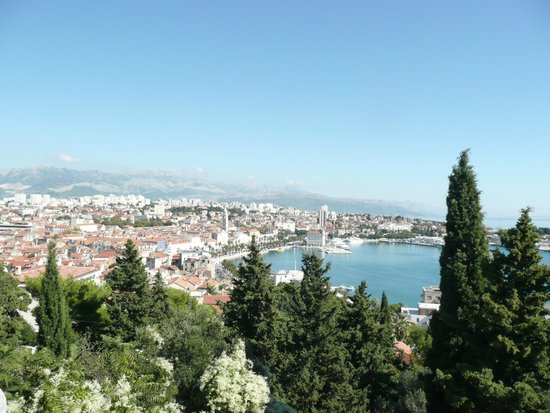 Peruzovic Rooms & Apartments: View of Split
