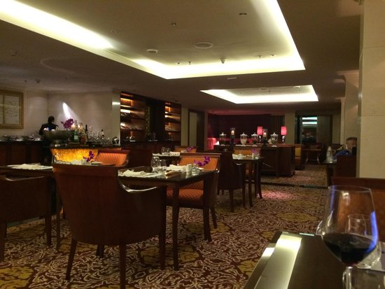The Ritz-Carlton, Bangalore : The club level during dinner