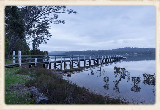 Merimbula Robyns Nest: A short walk to the view at the lake