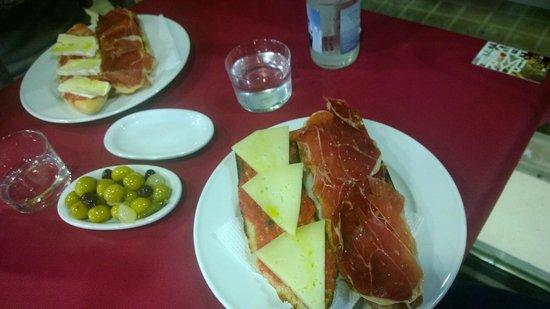 La Taberna Tapas Canas y Vinos