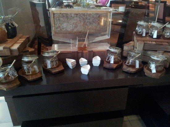Manzil Downtown Dubai: Honey