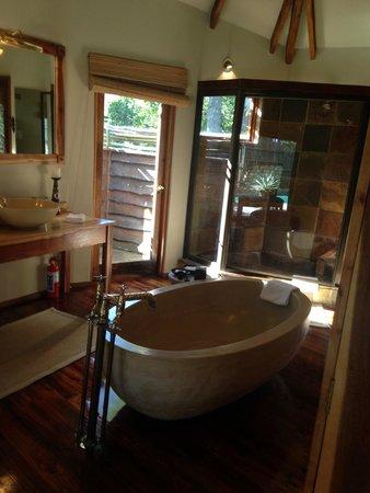 Tsala Treetop Lodge: Bathroom