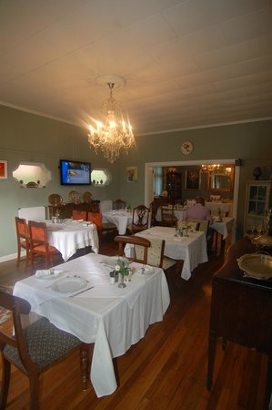 51 on Forest Drive Lodge: dinerplace