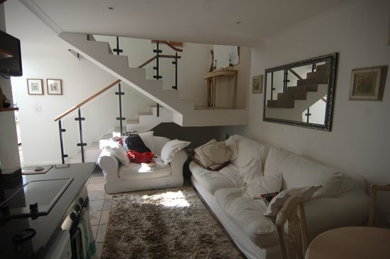 51 on Forest Drive Lodge: livingroom