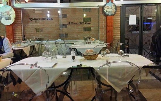 Illuminazione Tavoli Ristorante : Dettaglio illuminazione foto di ristorante pizzeria alla posta