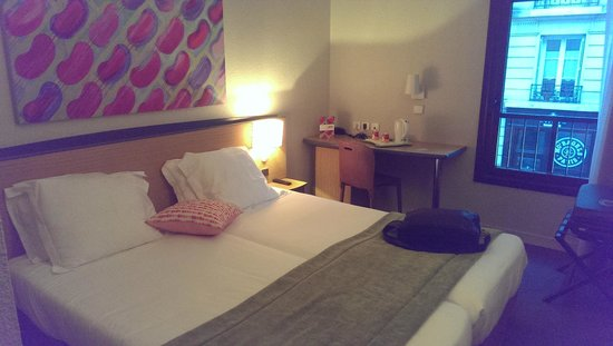 Hotel Paris Louis Blanc: Déco minimaliste mais propre et confortable