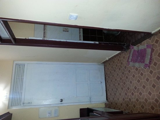 Munnar Castle: Door