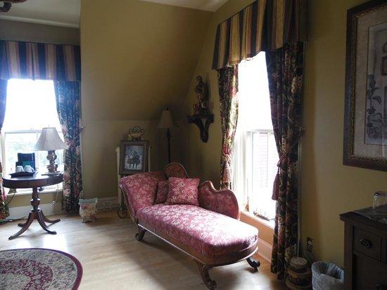 Lynwood Inn: Seetee for lounging