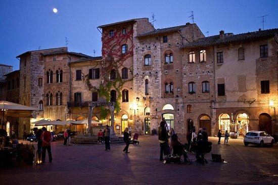 La Cisterna Hotel: piazza dell'hotel