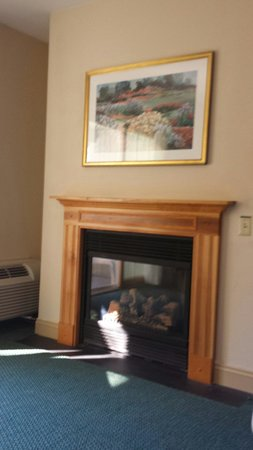 Yankee Inn: Loved the fireplace
