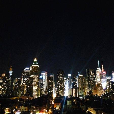 The Press Lounge: Вид на ночной Нью-Йорк