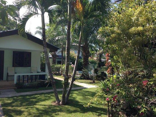 Sabai Resort : Nice grounds