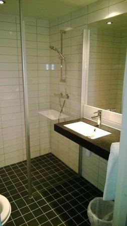 Scandic Sunnfjord Hotel & Spa: Bagno piccolo