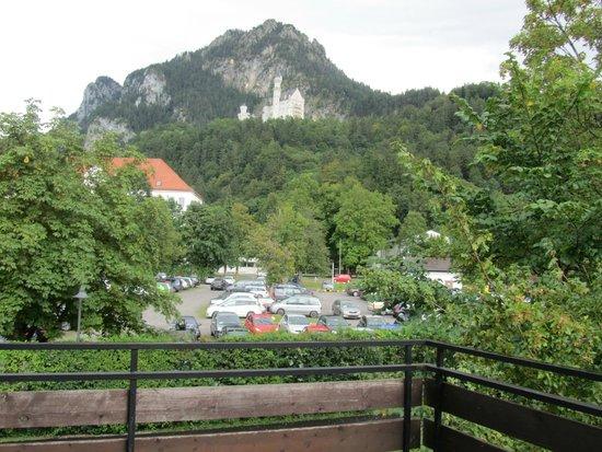Hotel Garni Schlossblick: view facing the castle