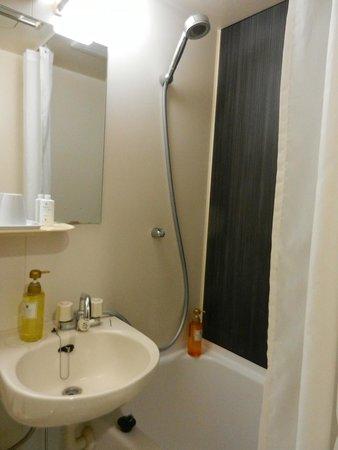 Hotel Mystays Kameido : Bathroom.