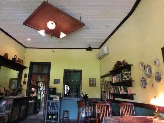 Narrow Door Cafe: 店内