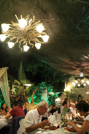 Romios: tavoli all'aperto