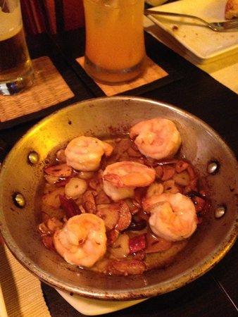 エビのにんにく炒めは うまい picture of hola spanish food