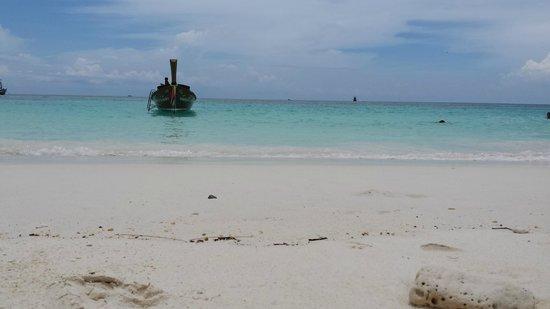 Mali Resort Pattaya Beach Koh Lipe : La mer en face du Mali Resort