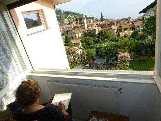 Balcone Fiorito Bed & Breakfast: Oleandro room window