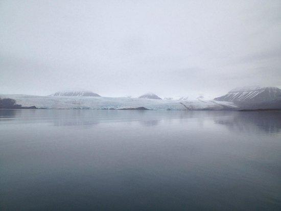 Polar Charter: Glacier views