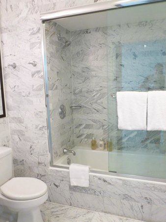 Viceroy Santa Monica: bathroom