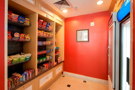 Hilton Garden Inn Houston / Bush Intercontinental Airport: Pavilion Pantry Snack Shop